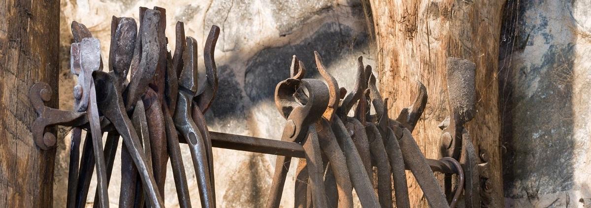tongs blacksmith