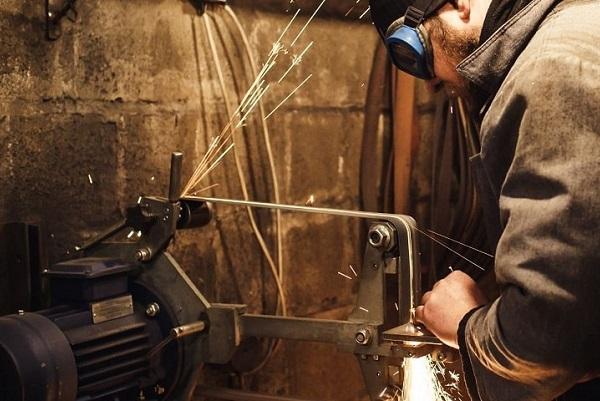 belt-grinder-for-knife-making